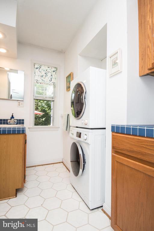 Master Laundry - 20438 WHITE OAK DR, STERLING