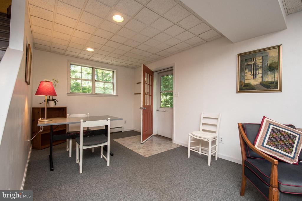 Lower Level Entrance - 20438 WHITE OAK DR, STERLING