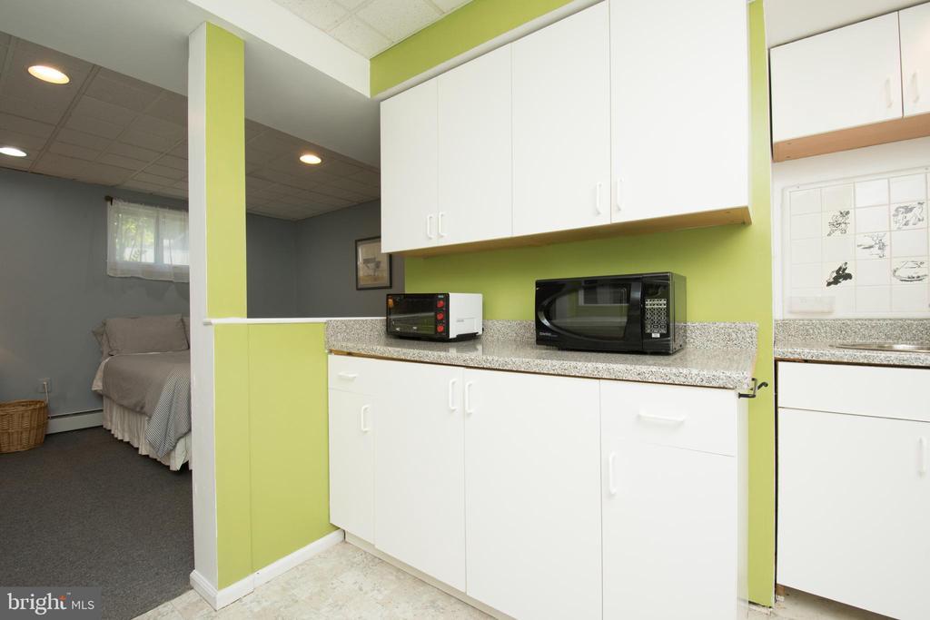 Lower Kitchen - 20438 WHITE OAK DR, STERLING
