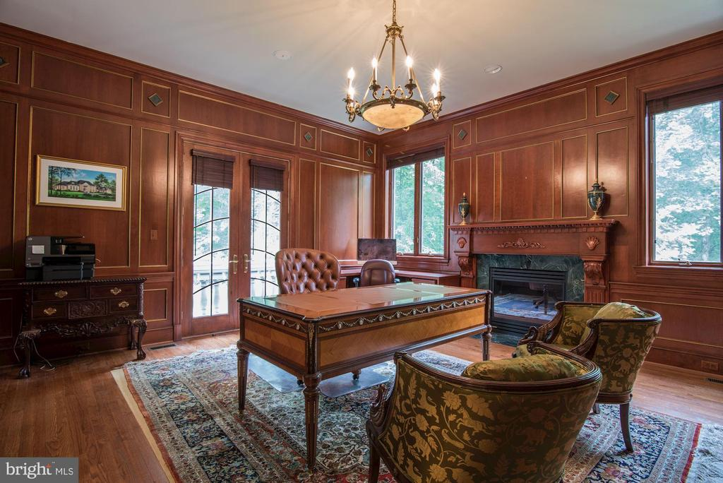 Library/Office w/ Fireplace - 9333 BELLE TERRE WAY, POTOMAC