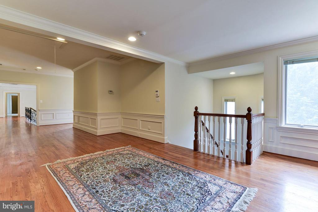 Hall on Upper Level - 9333 BELLE TERRE WAY, POTOMAC