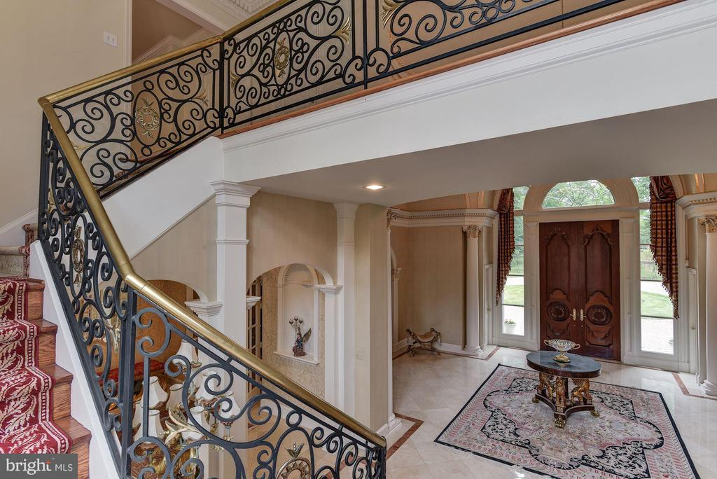 Dual Staircase leading to 2nd level - 9333 BELLE TERRE WAY, POTOMAC
