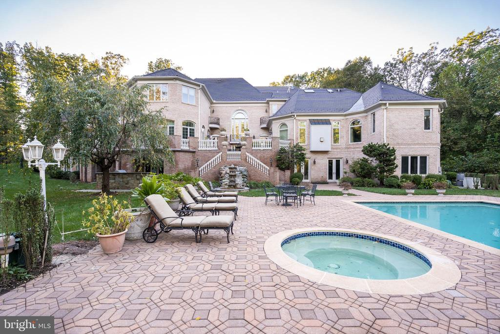 Outdoor Swimming Pool | Spa - 9333 BELLE TERRE WAY, POTOMAC