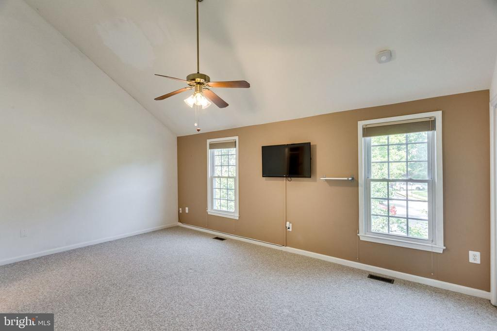 LARGE ROOM MASTER - 7452 RIDGE OAK CT, SPRINGFIELD