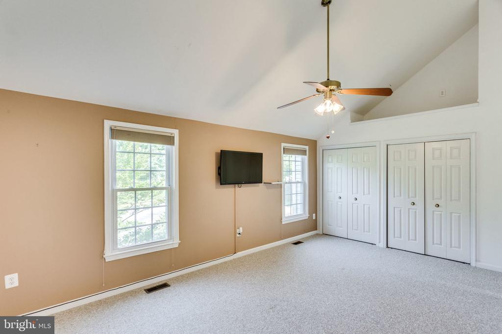 VAULTED CEILINGS - 7452 RIDGE OAK CT, SPRINGFIELD