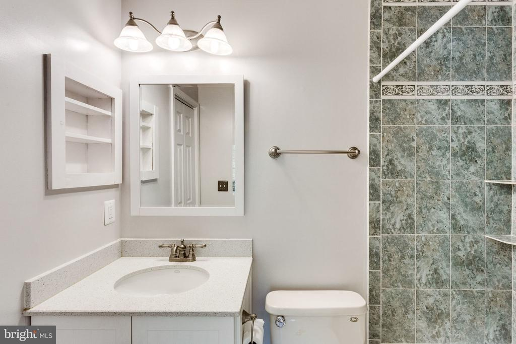 BRIGHT BATH - 7452 RIDGE OAK CT, SPRINGFIELD