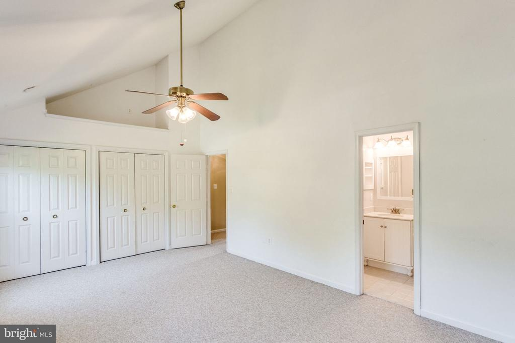 CLOSETS! - 7452 RIDGE OAK CT, SPRINGFIELD