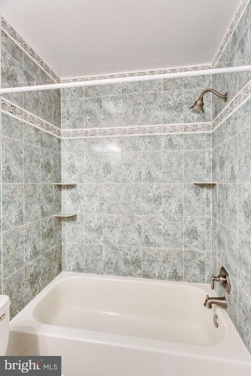 CUSTOM TILE - 7452 RIDGE OAK CT, SPRINGFIELD