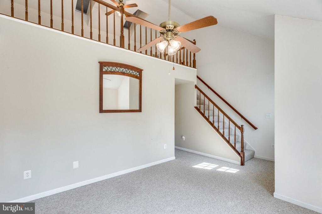 UP TO THE LOFT - 7452 RIDGE OAK CT, SPRINGFIELD