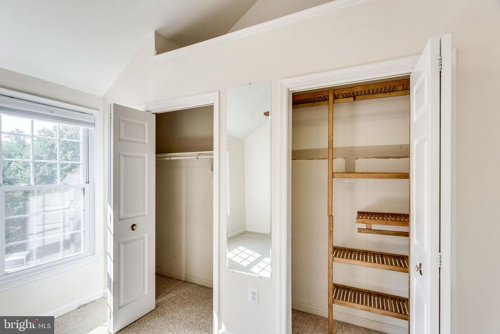 BIG CLOSETS - 7452 RIDGE OAK CT, SPRINGFIELD