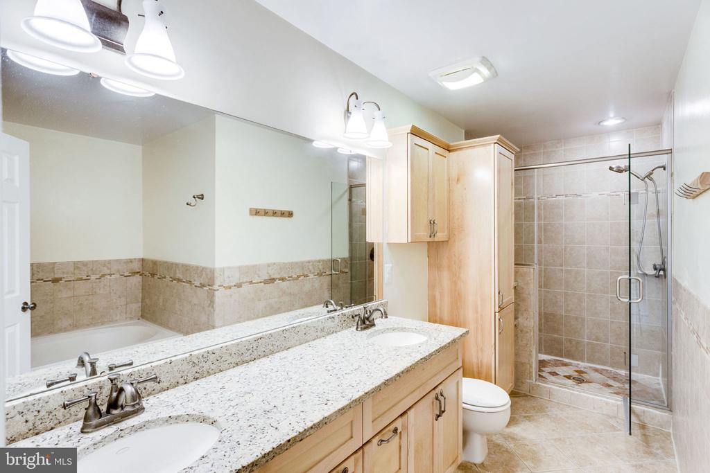 MASTER SPA BATH - 7452 RIDGE OAK CT, SPRINGFIELD