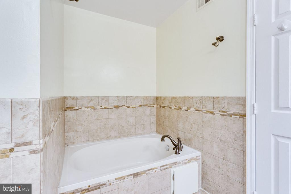 SOAKING TUB - 7452 RIDGE OAK CT, SPRINGFIELD