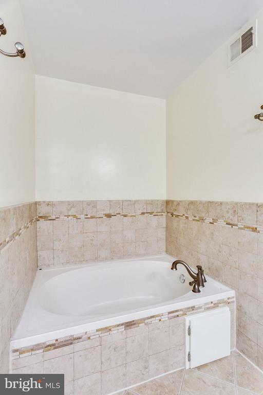 SEPARATE TUB - 7452 RIDGE OAK CT, SPRINGFIELD