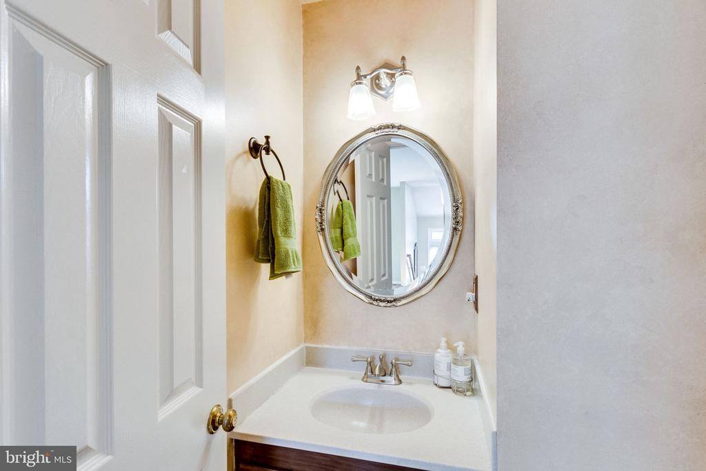 POWDER ROOM - 7452 RIDGE OAK CT, SPRINGFIELD
