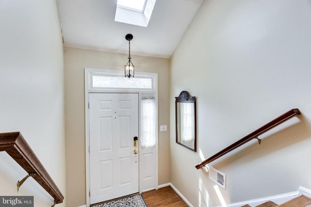ENTRY FOYER - 7452 RIDGE OAK CT, SPRINGFIELD