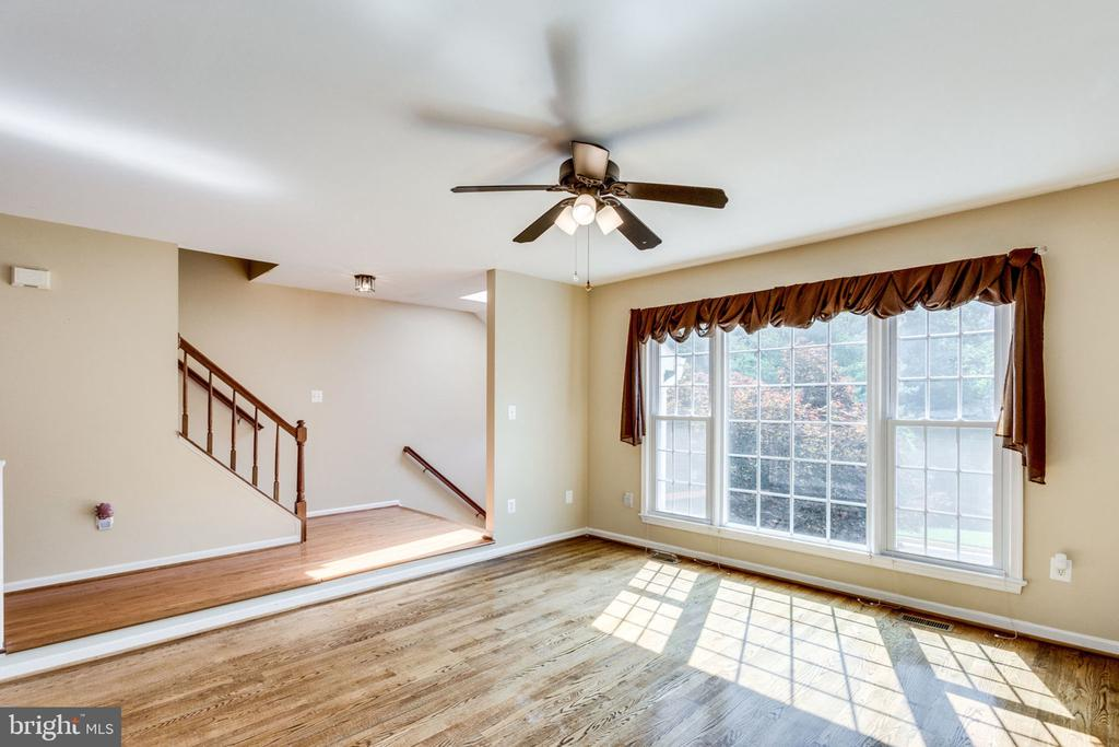 BRIGHT SUNNY LIVING ROOM - 7452 RIDGE OAK CT, SPRINGFIELD