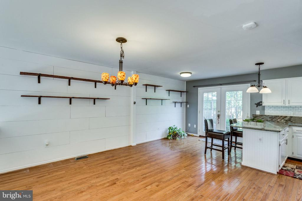 DIY CUSTOM ACCENT PANELS DINING ROOM - 7452 RIDGE OAK CT, SPRINGFIELD