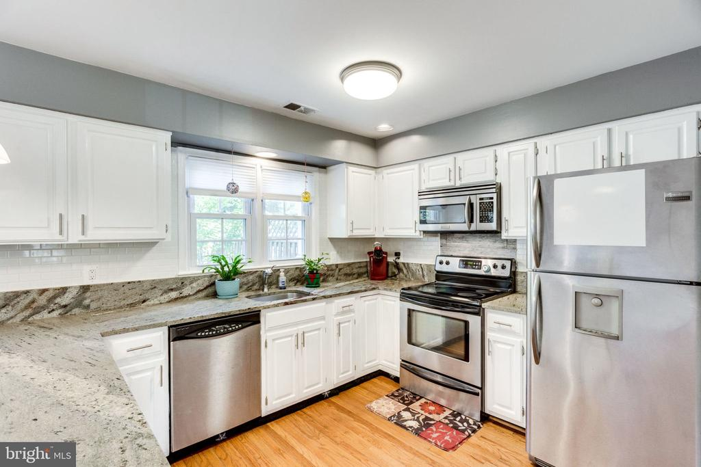 STAINLESS STEEL APPLIANCES - 7452 RIDGE OAK CT, SPRINGFIELD