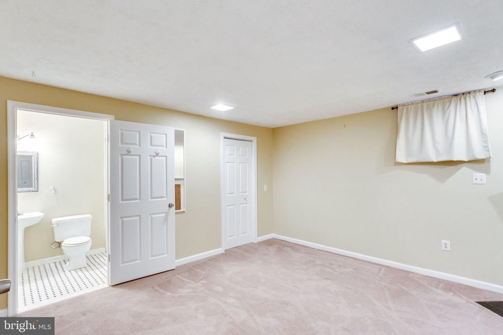 LARGE BEDROOM #3 - 7452 RIDGE OAK CT, SPRINGFIELD