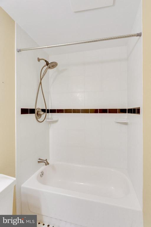 SUBWAY TILE - 7452 RIDGE OAK CT, SPRINGFIELD