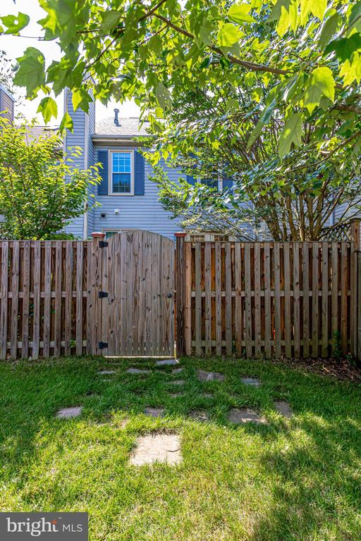 FULLY FENCED - 7452 RIDGE OAK CT, SPRINGFIELD