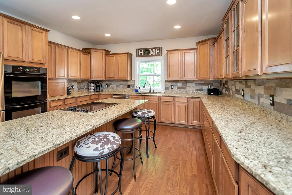 Just look at the size of this island! - 41 KESTRAL LN, FREDERICKSBURG