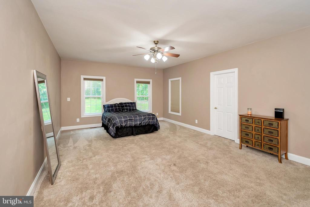 Main Level Master Suite - 41 KESTRAL LN, FREDERICKSBURG