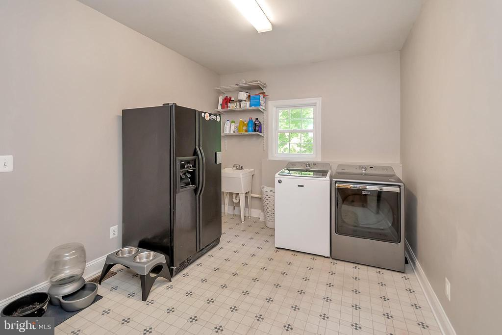Mud Room with room for all your extras - 41 KESTRAL LN, FREDERICKSBURG