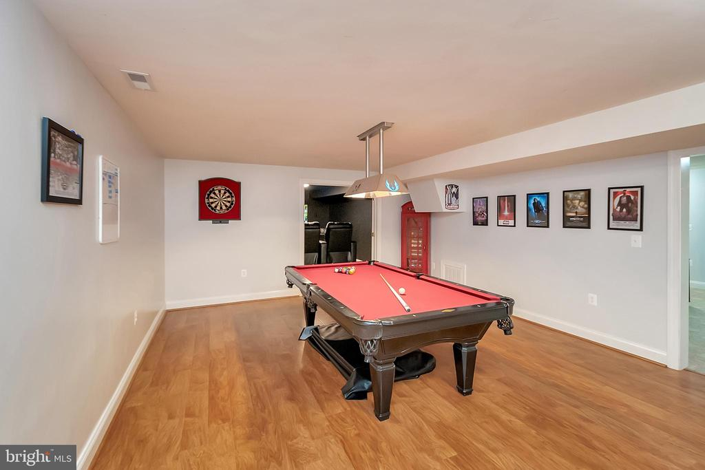 Plenty of room for the Pool Table - 41 KESTRAL LN, FREDERICKSBURG