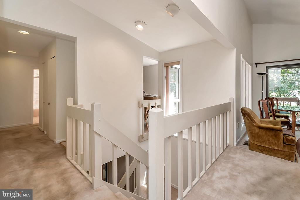 Top of Foyer with views to Living Rm & bedroom win - 417 LAKEVIEW PKWY, LOCUST GROVE