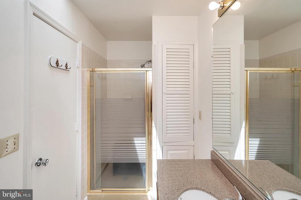 Master bath 2 - 417 LAKEVIEW PKWY, LOCUST GROVE