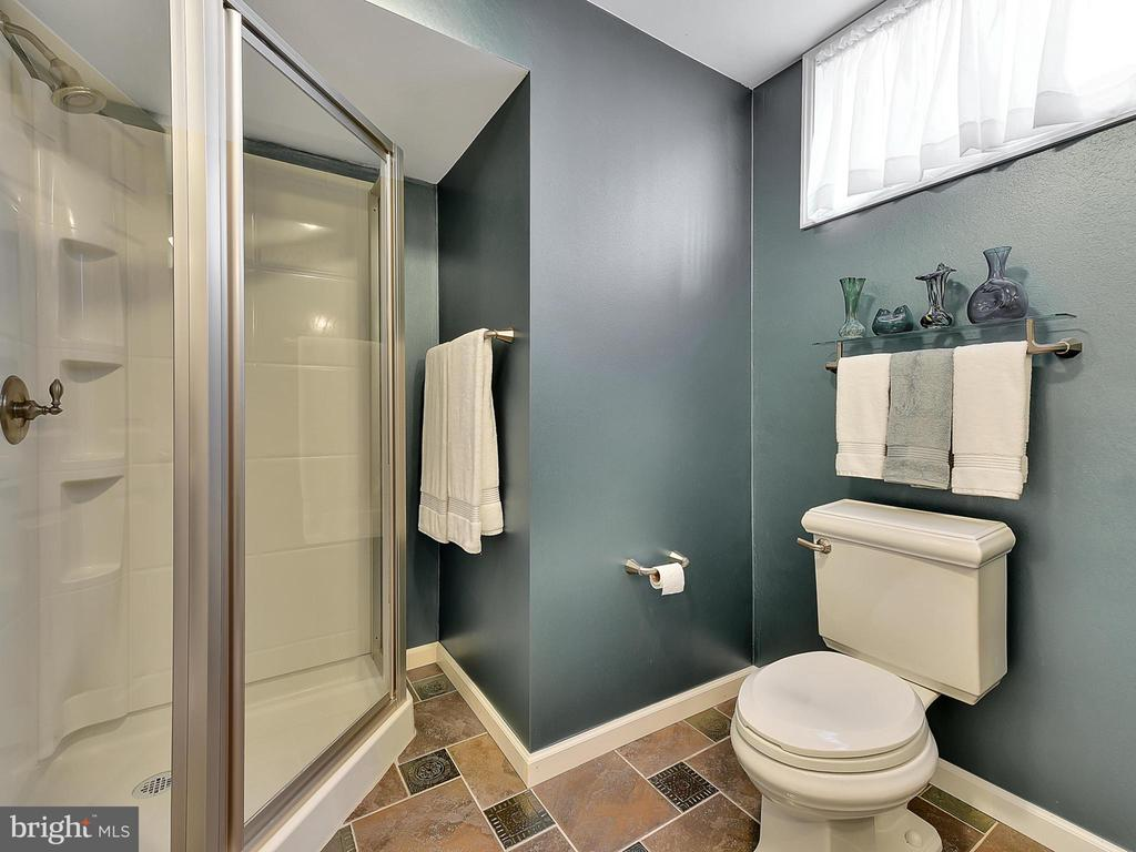 Coming in from the pool?  Shower here. - 206 LAYLA DR, MIDDLETOWN