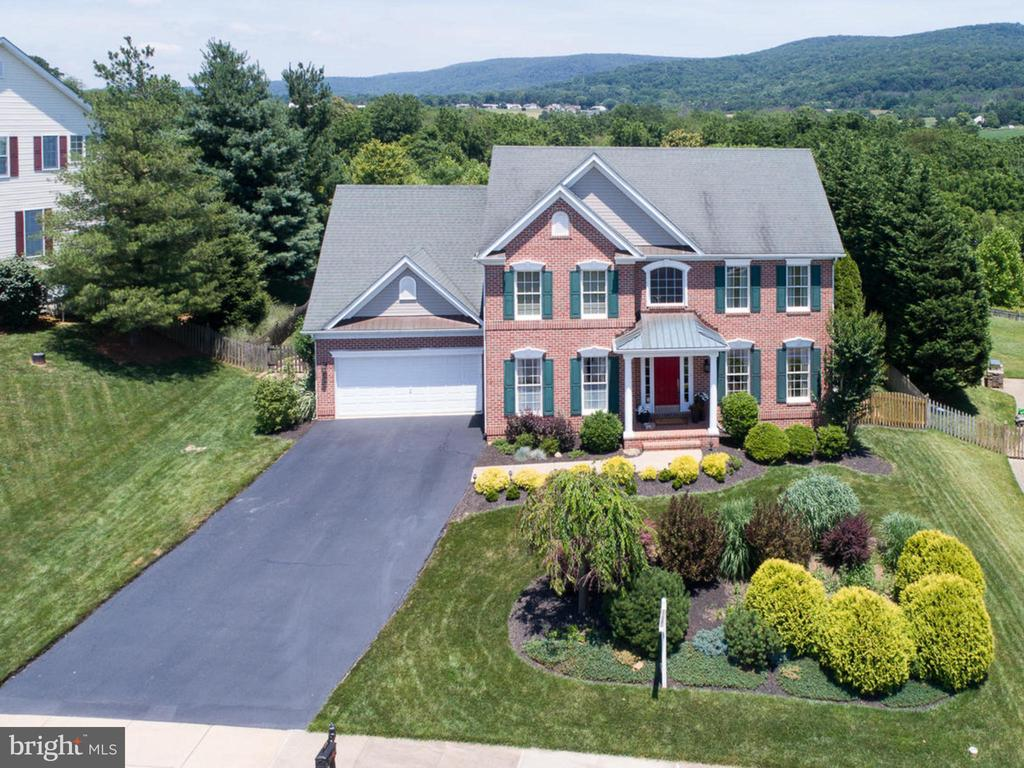 ...well maintained - 206 LAYLA DR, MIDDLETOWN