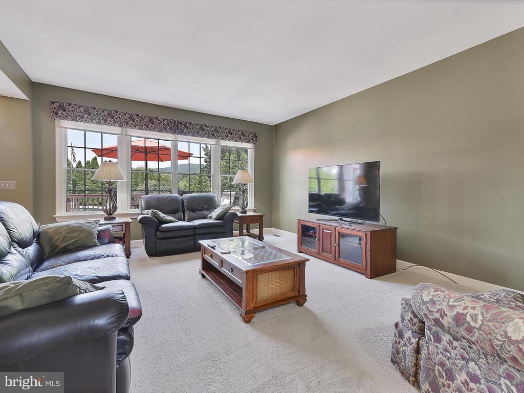 another view - 206 LAYLA DR, MIDDLETOWN