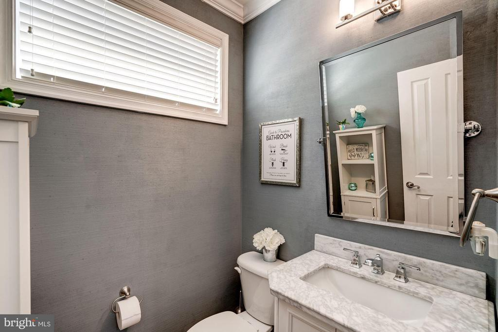 Main Level powder room, quartz vanity - 25046 MINERAL SPRINGS CIR, ALDIE