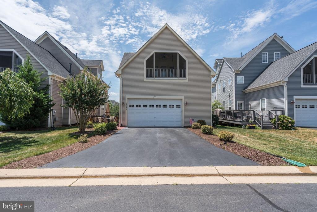 Spacious Double Garage, large dbl driveway - 25046 MINERAL SPRINGS CIR, ALDIE