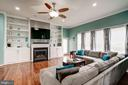 Fam room w custom built in shelves opens to patio - 25046 MINERAL SPRINGS CIR, ALDIE