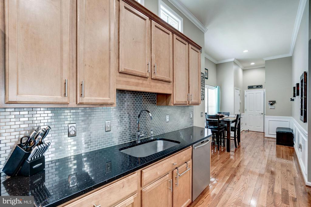 beautiful stainless steel subway tile backsplash - 25046 MINERAL SPRINGS CIR, ALDIE