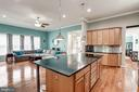 Huge island, easily fits 6 barstools - 25046 MINERAL SPRINGS CIR, ALDIE