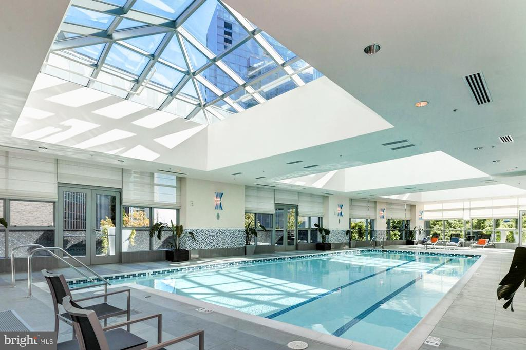 Indoor all-year Pool/Spa - 1881 N NASH ST #1702, ARLINGTON