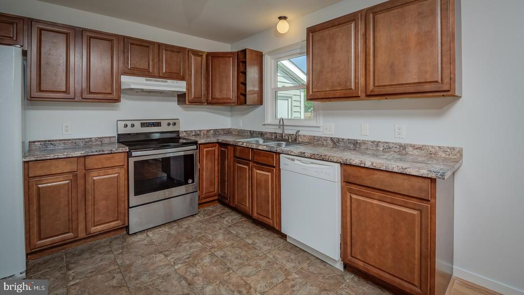 Kitchen - 1219 DEWBERRY DR, FREDERICKSBURG