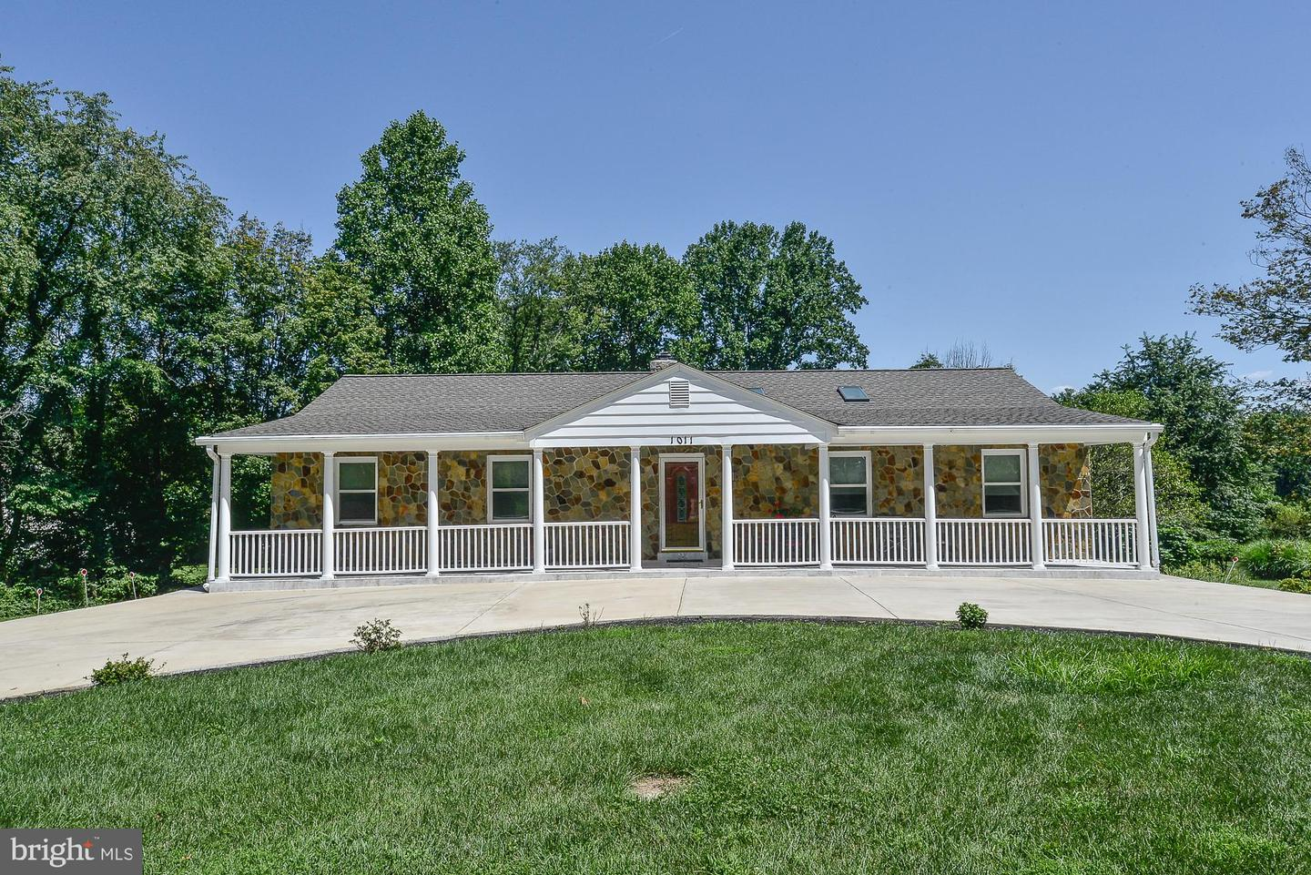 Single Family for Sale at 1011 Utterback Store Rd Great Falls, Virginia 22066 United States