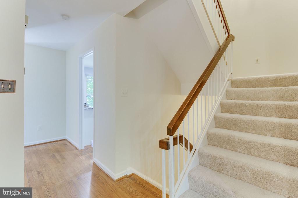 New carpet upper & lower levels - 1726 CY CT, VIENNA
