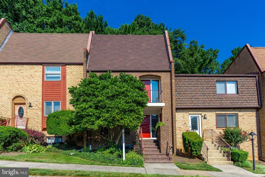 Brick 3-level TH just steps to Tysons! - 1726 CY CT, VIENNA