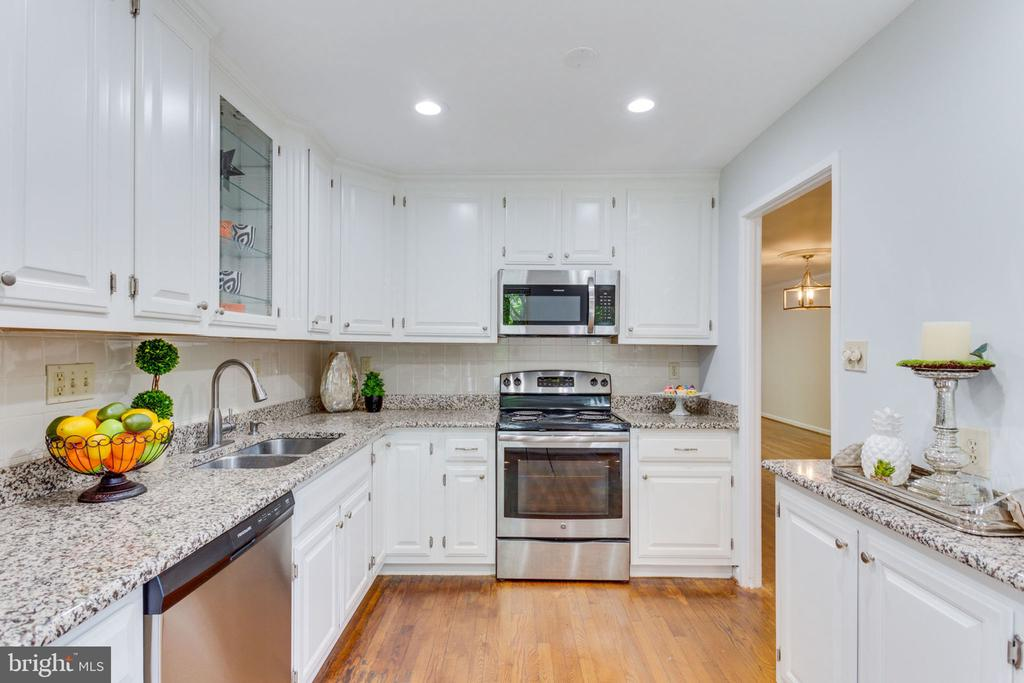 Beauifully appointed & recessed lighting! - 1726 CY CT, VIENNA