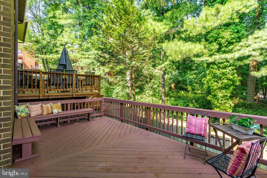 Deck w/built in seating! - 1726 CY CT, VIENNA