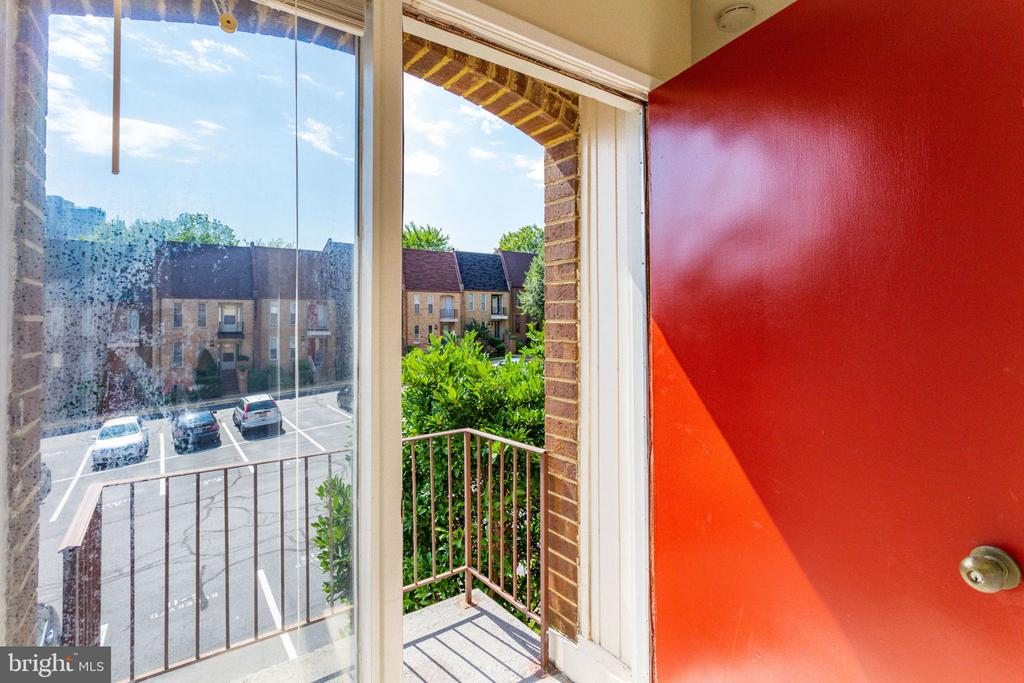 Private balcony off master BR suite! - 1726 CY CT, VIENNA