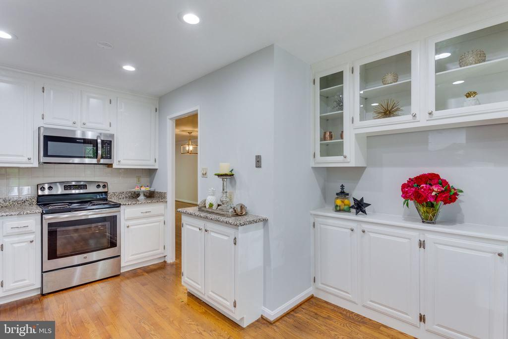 Loads of counter space! - 1726 CY CT, VIENNA