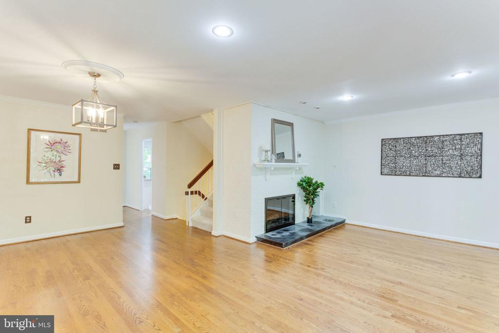 Spacious living/dining room area - 1726 CY CT, VIENNA