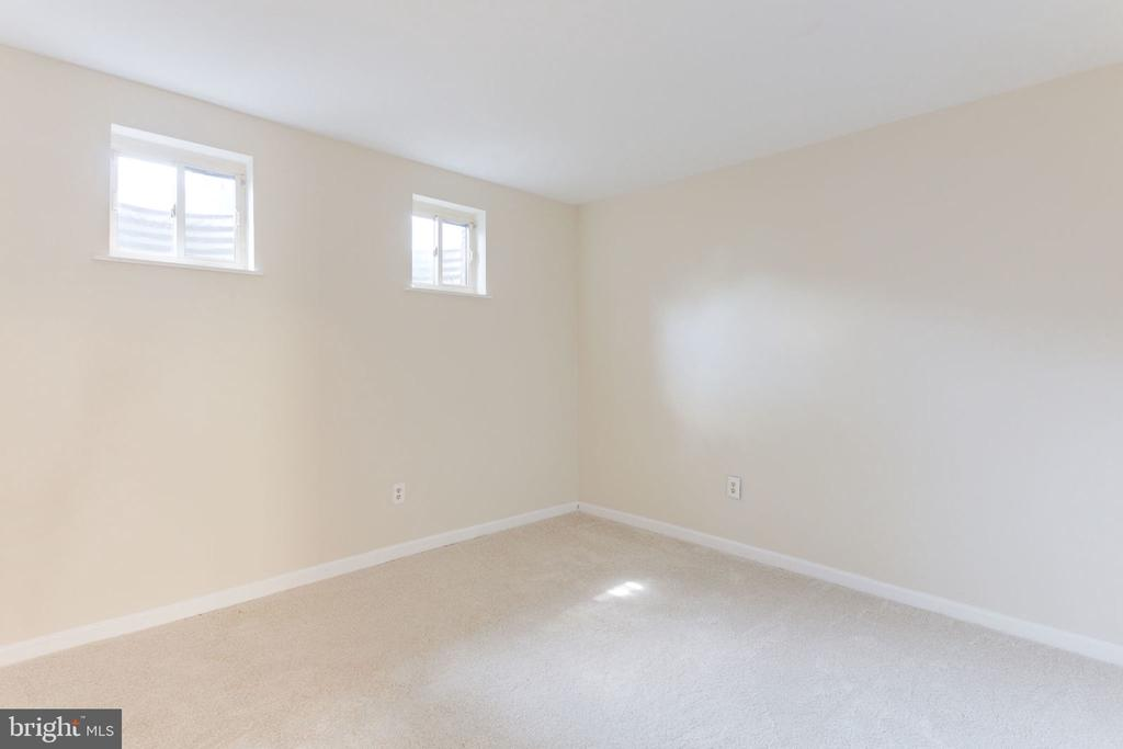 Non-conforming 4th BR in lower level - 1726 CY CT, VIENNA